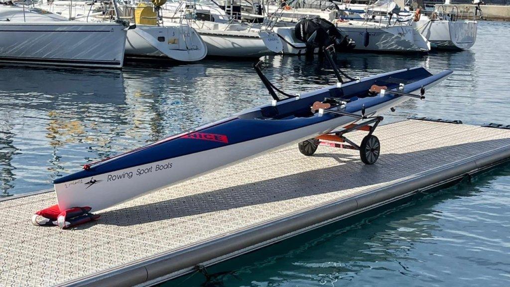 Nouveau bateau double pour les loisirs
